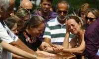 Vítimas de atirador de Goiânia são enterradas neste sábado