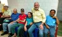 Guaraniaçu - Prefeito e secretário de Saúde visitam Lar dos Idosos