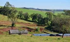Campo Bonito - Vende-se fazenda com 52 alqueires, sendo 40 mecanizados e 12 de pasto