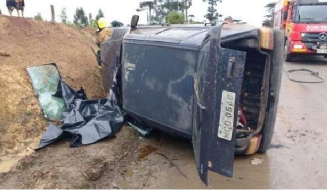 Três Barras - Mulher morre ao ser arremessada de carro