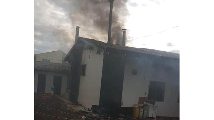 Cantagalo – Incêndio destrói fabrica no centro