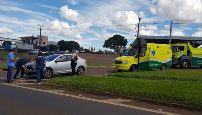 Laranjeiras - Acidente envolve carreta e carro no trevo da erva mate