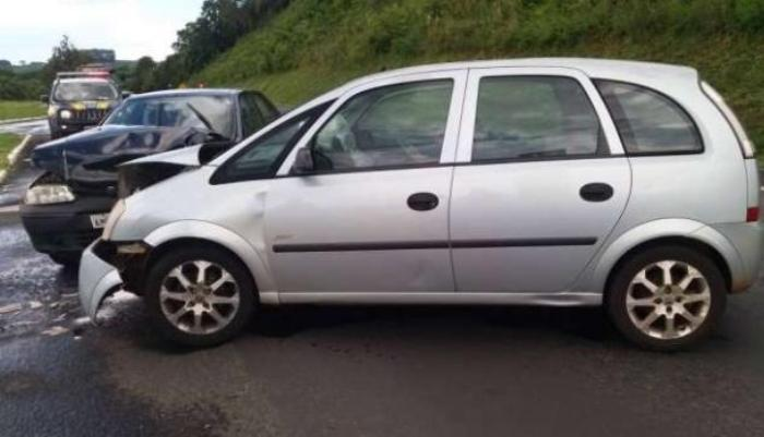 Laranjeiras - Carro com placas do município se envolve em acidente em Irati