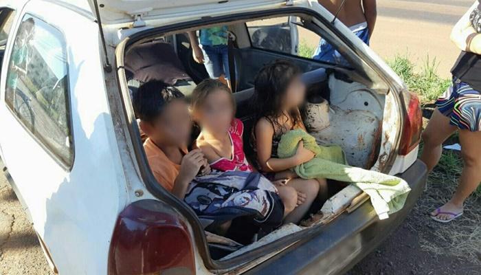 PRF flagra carro com três crianças no porta-malas, na BR-163