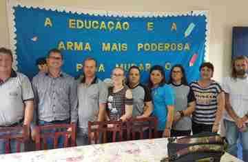 Cantagalo - Chefe do NRE visita Escola Municipal