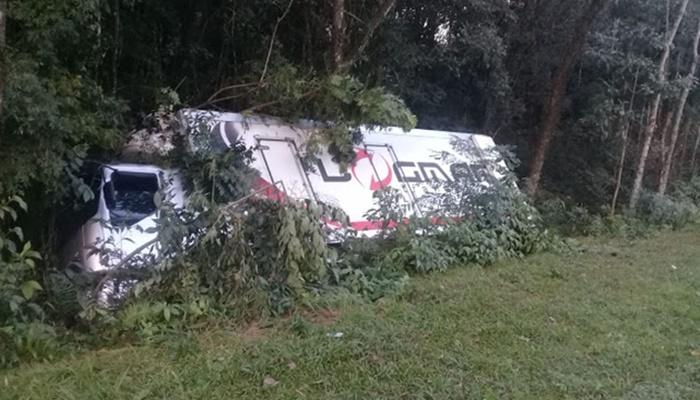 Virmond - Carga de caminhão tombado é saqueada na BR-277