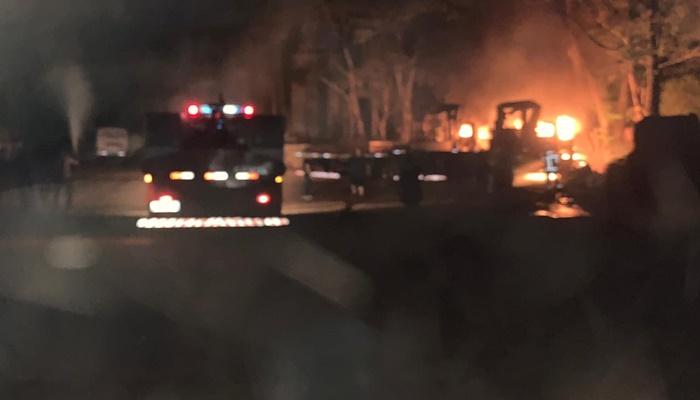 Laranjeiras - Caminhões são destruídos por incêndio