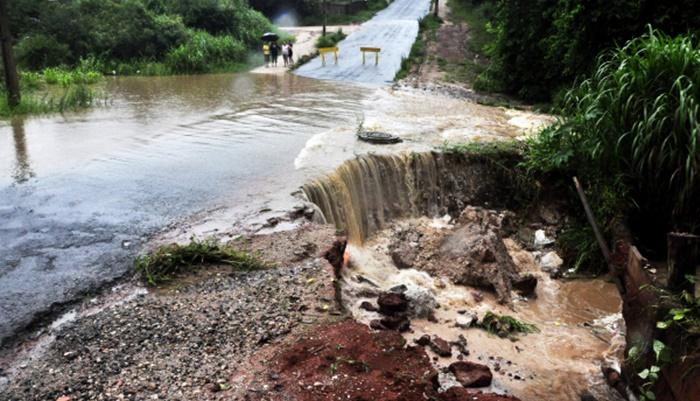 Semana tem chuva e alerta para temporais no Paraná