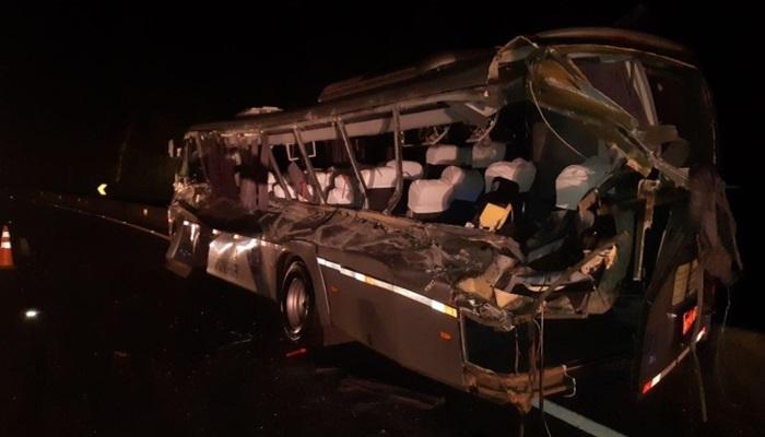 Guarapuava - Duas pessoas morrem e 15 ficam feridas em colisão frontal na BR-277