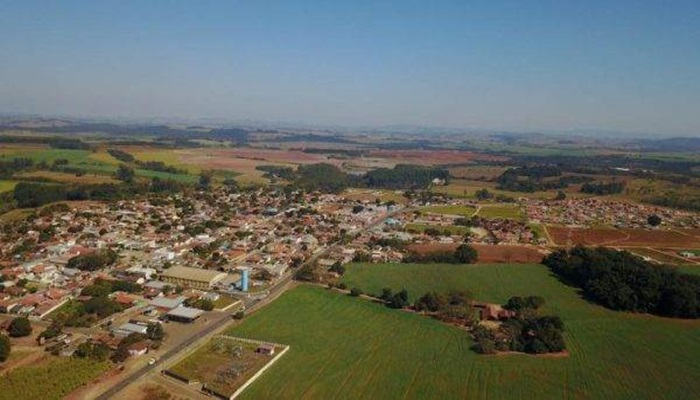 """Prefeitos paranaenses se revoltam com possível extinção de cidades: """"Loucura"""""""