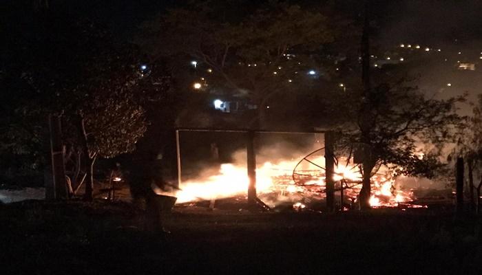 Nova Laranjeiras - Casa é destruída por incêndio