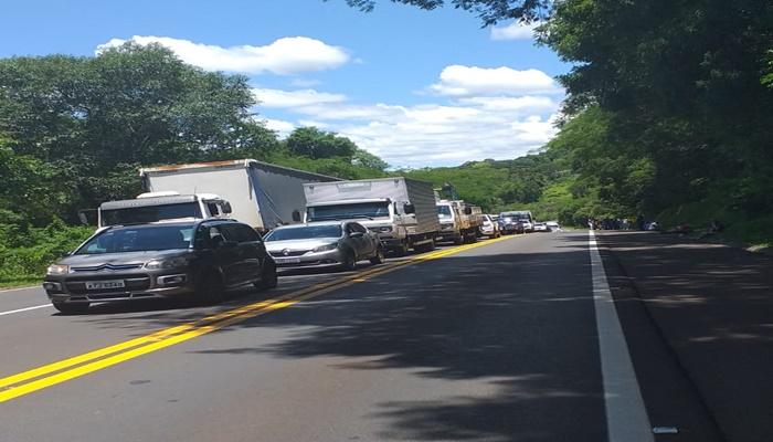 Cantagalo - Ecocataratas faz destombamento de caminhão na rodovia BR 277
