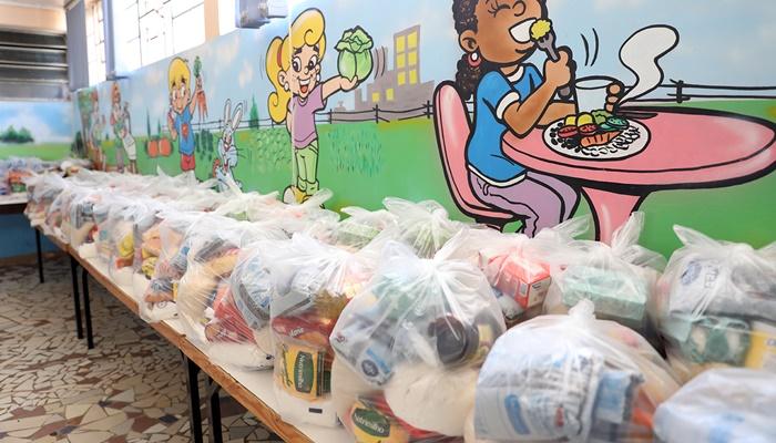 Laranjeiras - Prefeitura distribui mais de 800 kits de alimentos para famílias de alunos da Rede Municipal