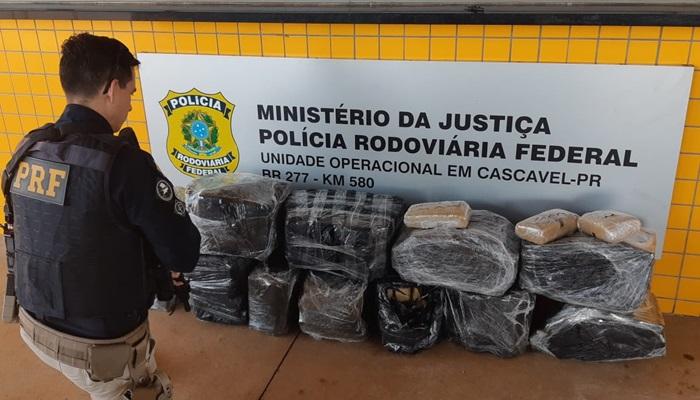 PRF de Cascavel apreende 159 quilos de maconha que seria entregue em Laranjeiras do Sul