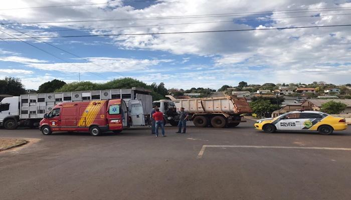 Laranjeiras - Acidente envolvendo três caminhões é registrado no centro